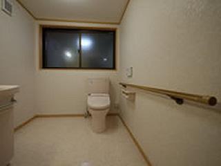 トイレを広くする